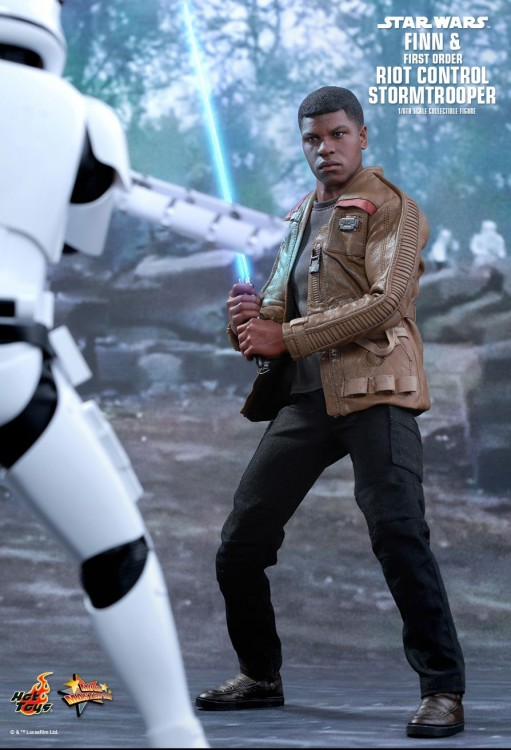 Hot Toys Stormtrooper and Finn